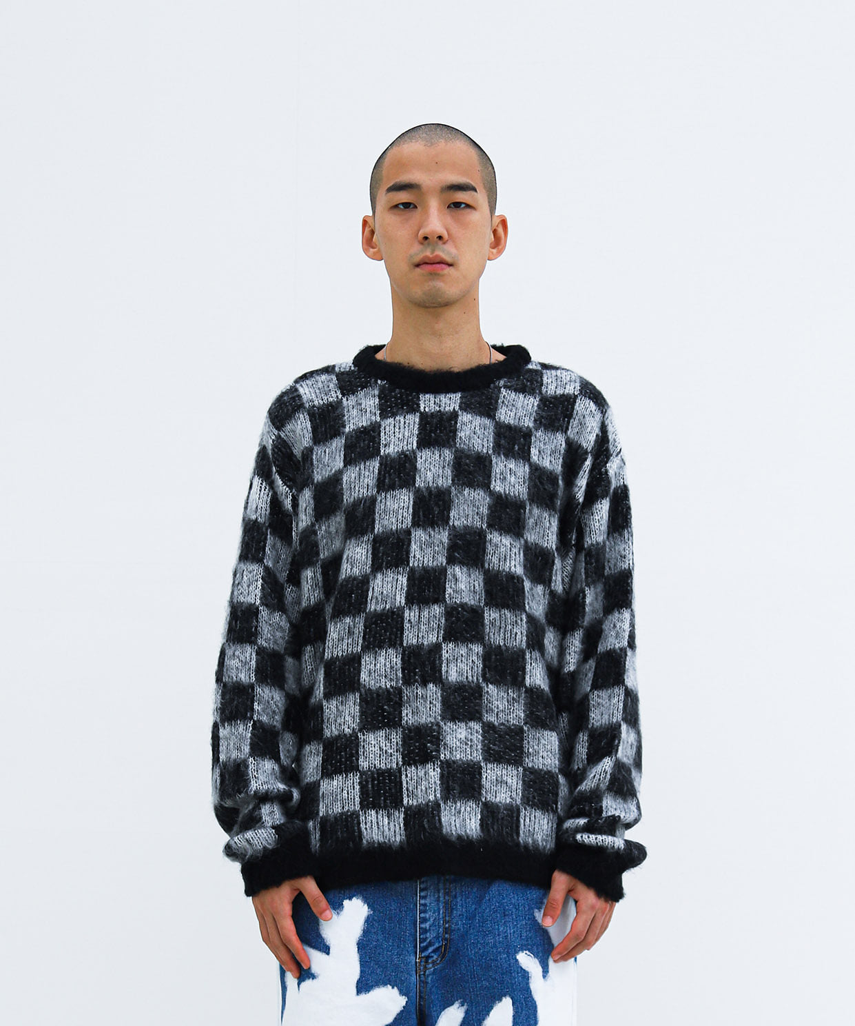 REGULAR ROUNDNECK KNIT CHECKERED (BLACK)