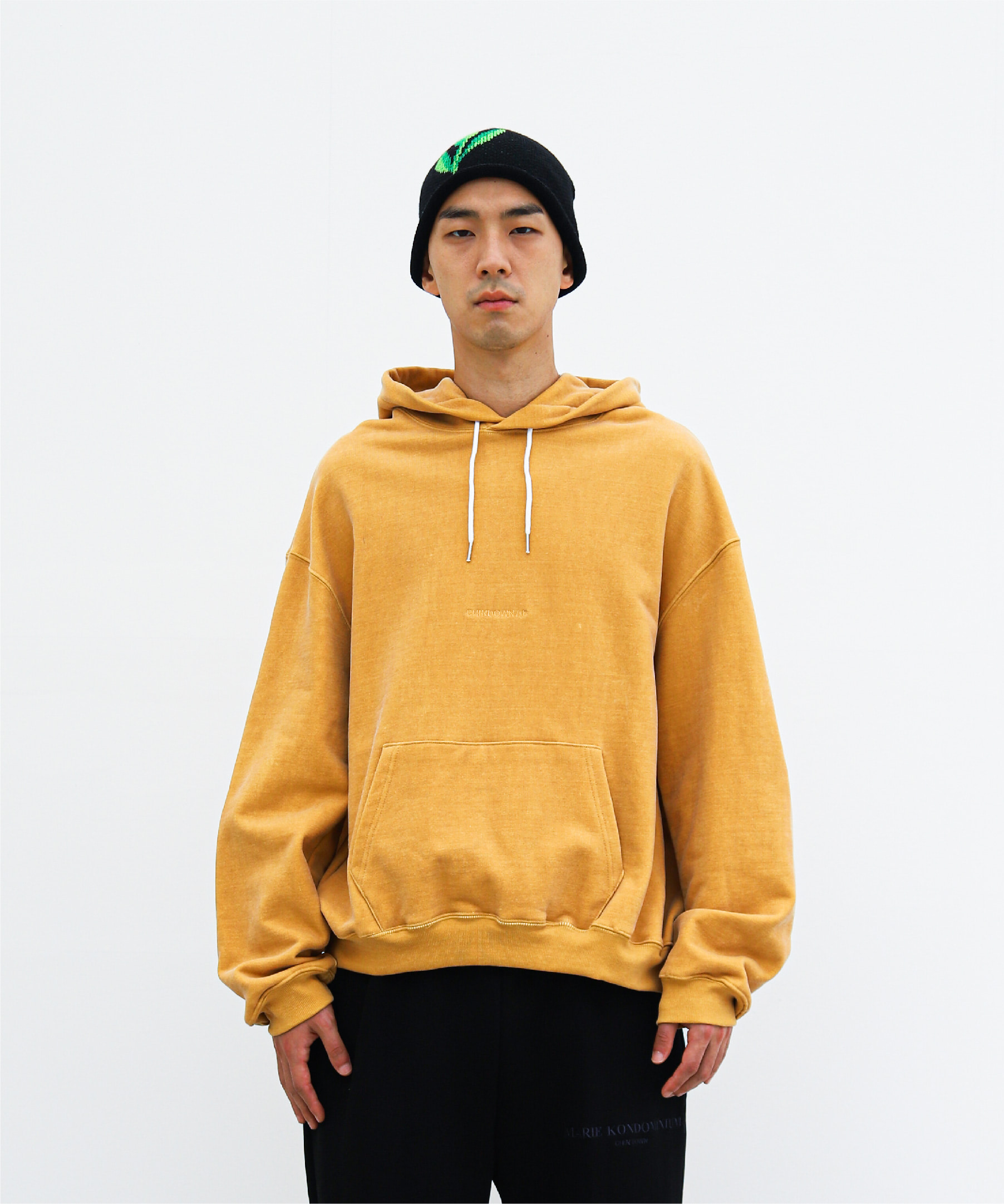 PIGMENT HOODIE CHINDOWN EMBROIDERED (HONEY YELLOW)